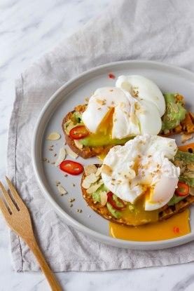 Zoete aardappel toast met avocado & ei