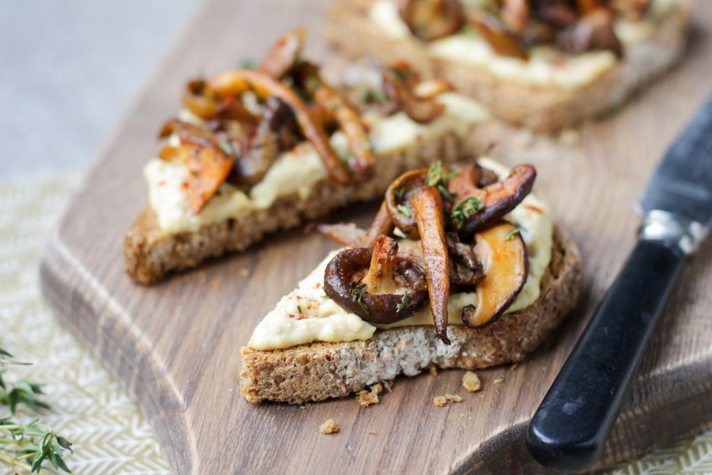 toast-hummus-paddestoelen-personal-foodcoaching